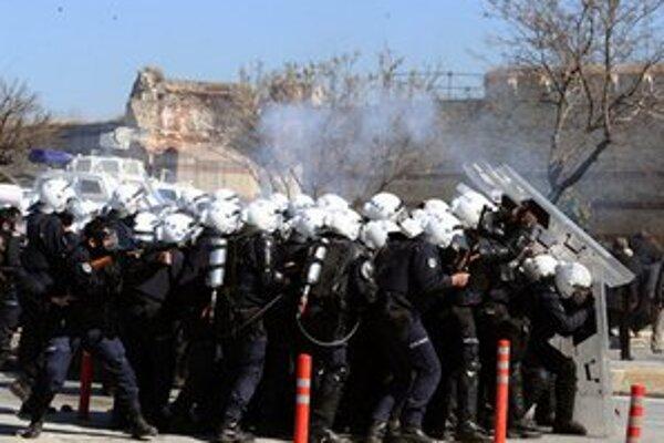 Nepokoje sa vyskytli aj v Istanbule.