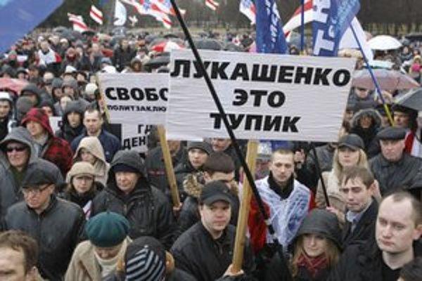 Bieloruská opozícia nedávno usporiadala veľkú demonštráciu.