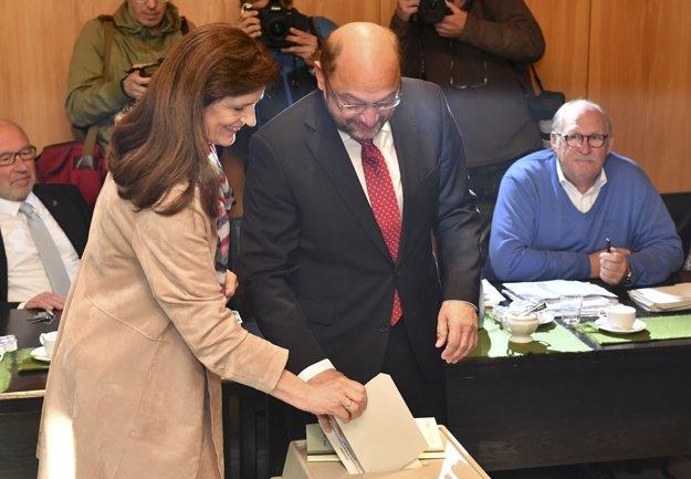 Martin Schulz s manželkou Inge už odhlasovali.