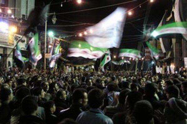 Nočná demonštrácia v Damasku.