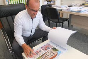 Prednosta žiarskej radnice Juraj Miškovič hovorí, že architekt ponúkol jedenásť riešení balkónov a lodžií.