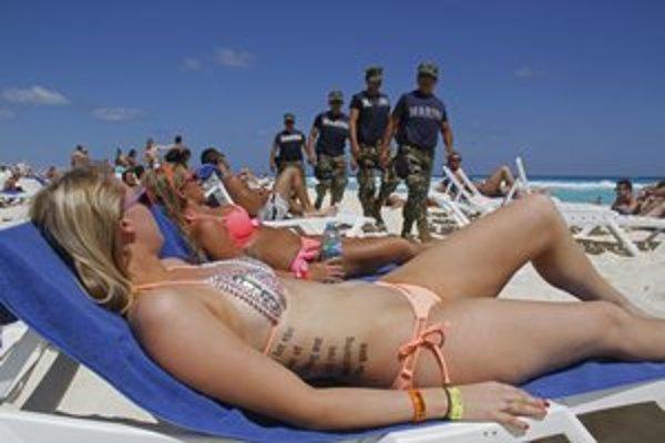 Mexiko je stále najobľúbenejšou  dovolenkovou destináciou Američanov. Pre drogové gangy sa však mnohí stiahli z Acapulca na bezpečnejšie pláže.