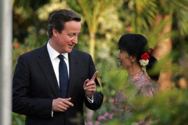 Opozičnú líderku Su Ťij navštívil v Barme britský premiér Cameron.