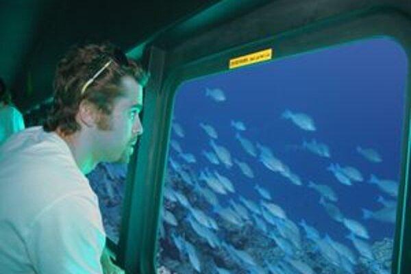 Zahraniční turisti v Hurghade s obľubou využívajú vyhliadkové plavby ponorkami.