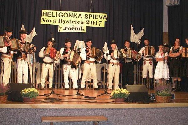Siedmy ročník prehliadky heligonkárov v obci Nová Bystrica.