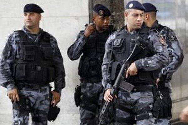 Polícia v Riu chce štrajkom dosiahnuť zvýšenie platov.