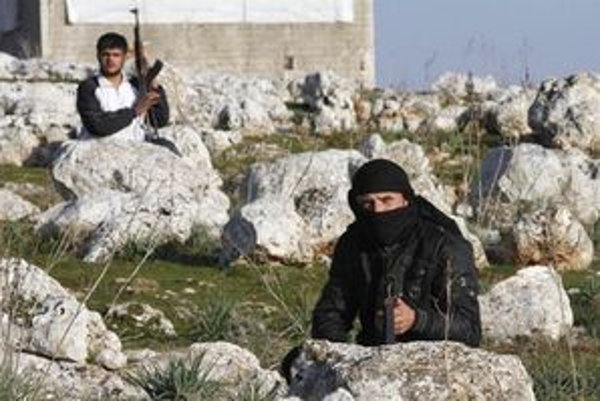 Rebeli na okraji mesta Idlib.