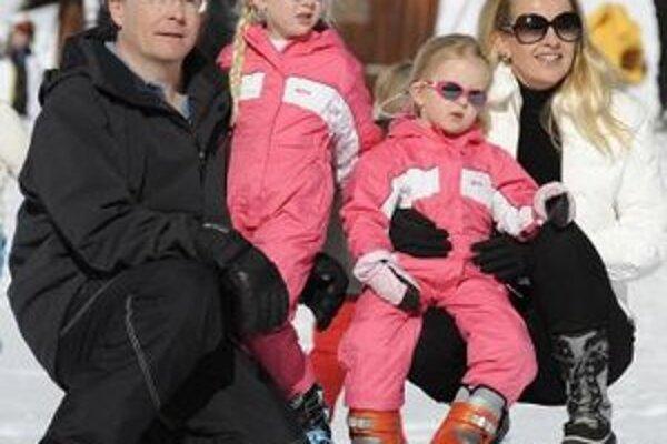 Holandský princ Friso s manželkou Mabel a dcérami Luanou a Zariou v rakúskom stredisku Lech.