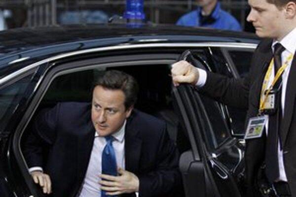 Britský premiér David Cameron prichádza na summit.