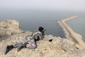 Iránska armáda cvičí kúsok od svojich arabských rivalov.