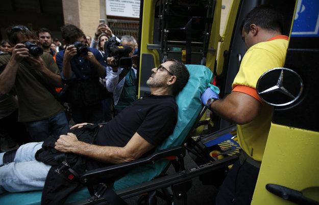 Pri potýčkach s policajtmi utrpelo zranenia 465 ľudí.