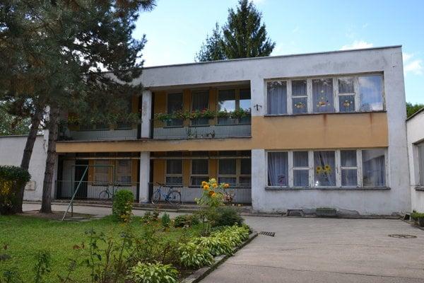 Budova škôlky pred rekonštrukciou.
