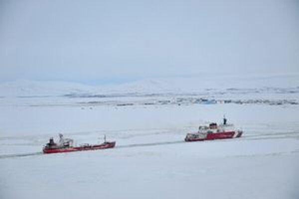 Ruský tanker na ceste k mestu Nome.
