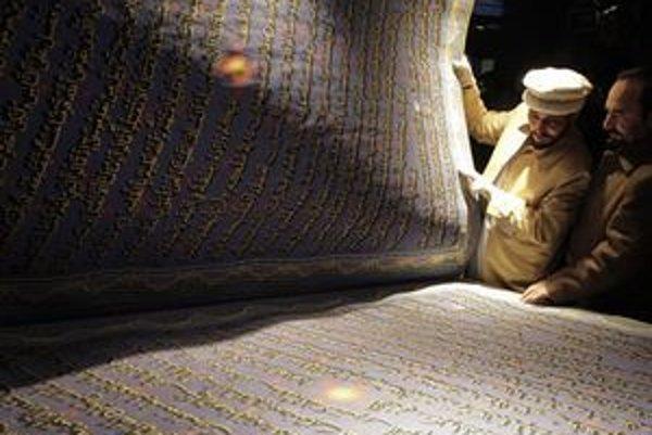 Majster kaligrafie Muhammad Sábir Chidrí listuje vo svojom Koráne.
