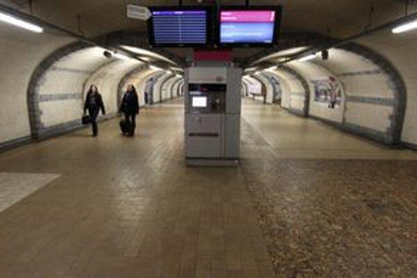 Prázdna vlaková stanica v Ghente.