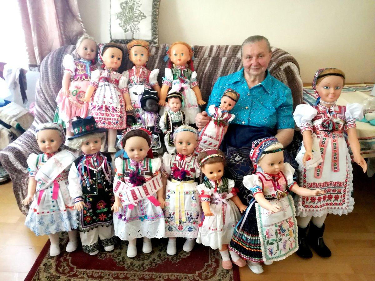 c060083f1 Košičanka roky šije kroje na bábiky. Putujú aj do sveta - Korzár SME