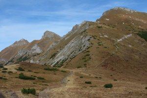 Centrálna časť hrebeňa Belianskych Tatier z Kopského sedla.