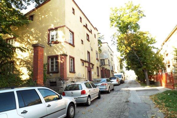 Budovy boli postavené v rokoch 1925 až 1929.
