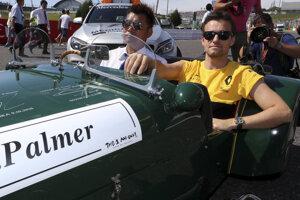 Jolyon Palmer v historickom vozidle pred Veľkou cenou Japonska, ktorá bola jeho poslednou v tíme Renault.
