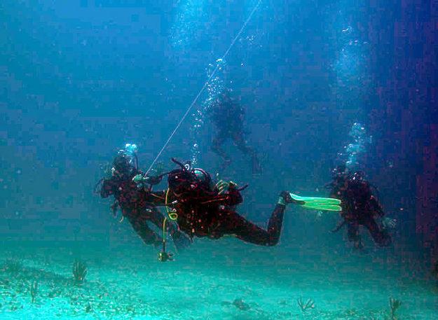 Potápanie na neznámych miestach je vhodné absolvovať v doprovode miestneho potápača.