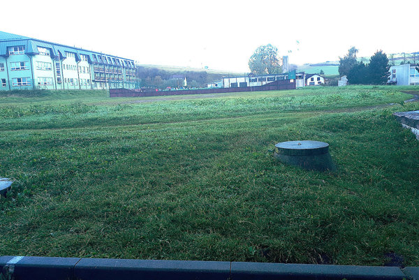 Školský areál je miestom na výstavbu krytej plavárne.