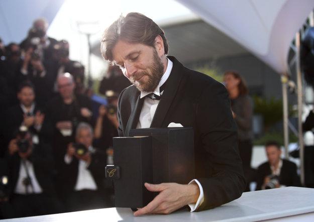 Zaslúžená Zlatá palma pre Rubena Östlunda za film Štvorec. V našich kinách mal rovanko skvelý film Vyššia moc.