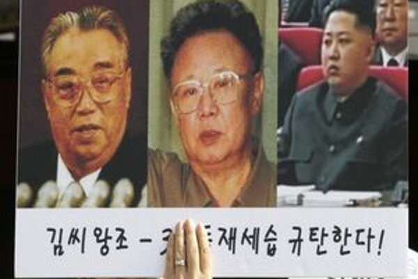 Kim Čong-un (vpravo) má byť v poradí už treťou generáciou rodiny, ktorá stojí v čele Kórejskej ľudovodemokratickej republiky.