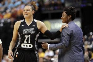 Majiteľ ženského basketbalového tímu WNBA San Antonio Stars predal podiel novým vlastníkom, od novej sezóny bude klub pôsobiť v Las Vegas.