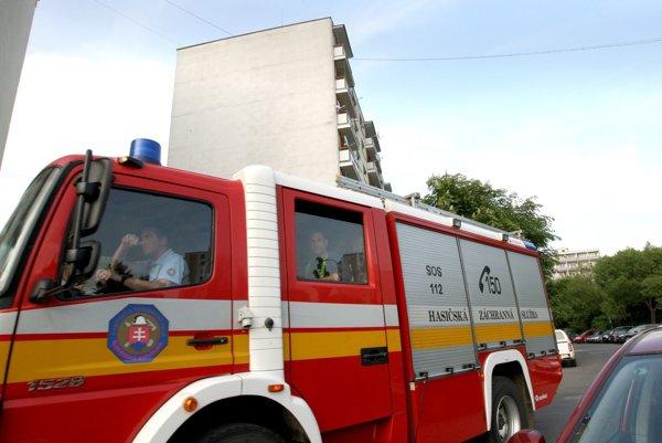 Na Petelenovu dnes vyrážalo niekoľko hasičských áut.
