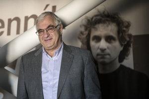 Peter Vajda sa vždy zasadzoval oslobodu médií.Vajda na fotografii sobrazom prvého šéfredaktora denníka SME Karola Ježíka.