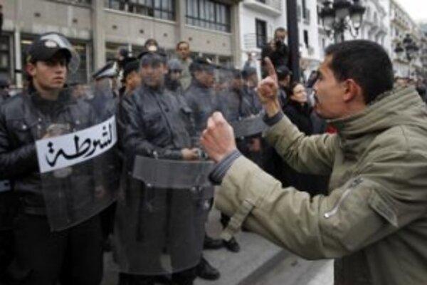 Demonštranti požadujú odstúpenie prezidenta.