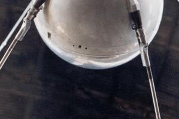 Prvá umelá družica vo vesmíre vážila 84 kilogramov.