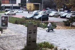 Záber z bezpečnostnej kamery.
