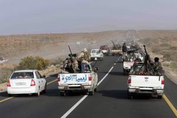 Líbyjskí povstalci sú na ceste do Kaddáfího rodiska – Syrty.