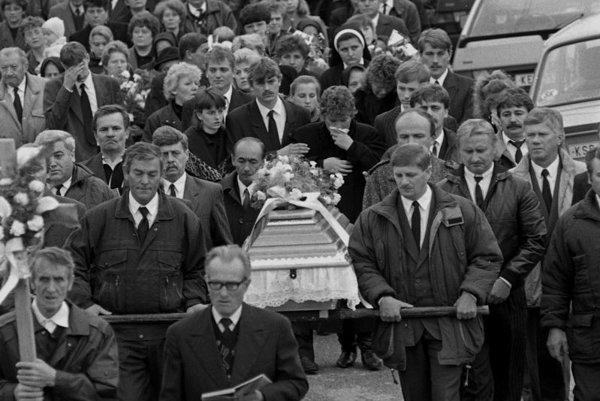 Prvý pohreb jednej z obetí. Konal sa 31. októbra 1995 v Haniske pri Košiciach.