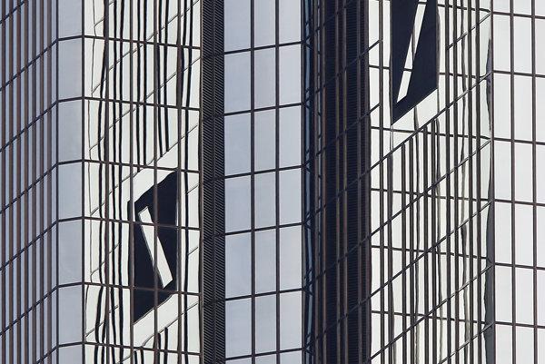 Logo na sídle Deutsche Bank.