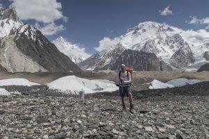 Ľadovec Baltoro. V pozadí K2 a Broad Peak.