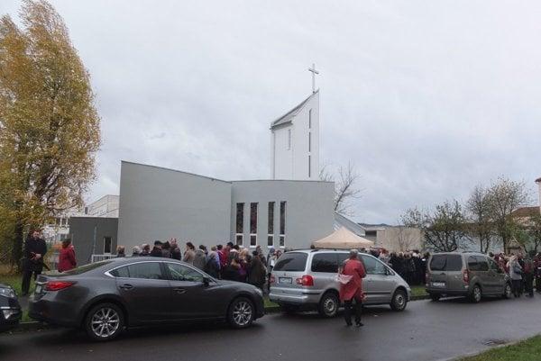 Kostol v nedeľu posvätili.