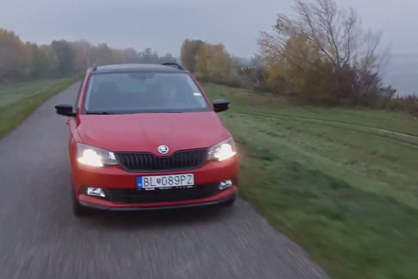 Vodič červenej Škodovky, advokát Dušan Daňový, vytlačil na hrádzi cyklistu a vulgárne mu nadával.