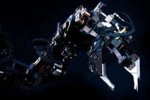 Jedna z dvoch robotických rúk Guardian GT.