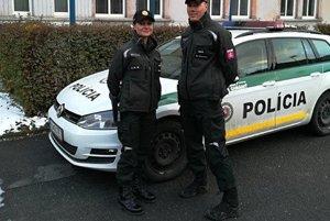 Záchrancovia. Títo policajti zachránili mužovi život.
