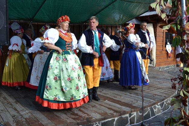 V programe sa predviedlo viacero folklórnych súborov.