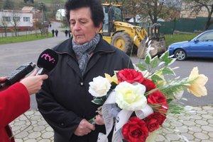 Emília Šurianska deň pred voľbami počas rozlúčky s poslednou priamou účastníčkou masakry.