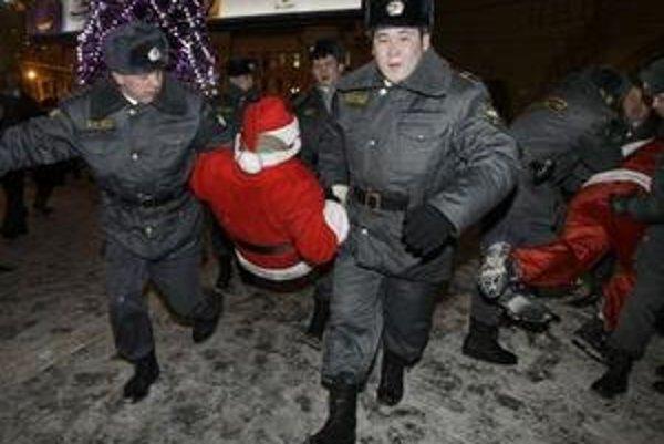 Moskovská polícia zatkla počas Silvestra stovky ľudí.