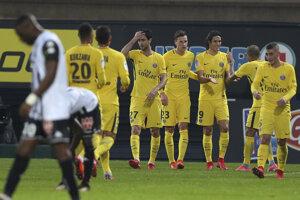 Futbalisti PSG sa radujú po jednom z gólov.