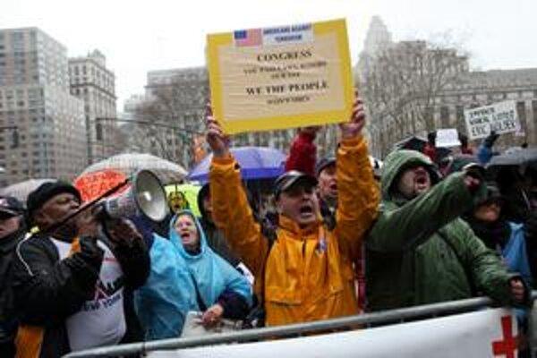 Keď vláda rozhodla, že teroristov chce súdiť v New Yorku, niektorí obyvatelia vyšli do ulíc.