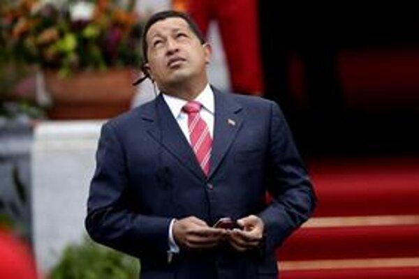 Chávez sa tvrdými opatreniami snaží získať späť popularitu.