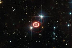 Supernova SN 1987A tri roky po výbuchu.