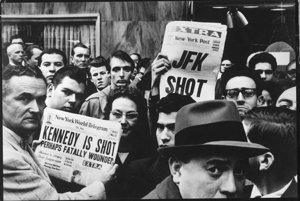 Správa o atentáte na Johna F. Kennedyho, 1963. S dovolením Rakúskej národnej knižnice.