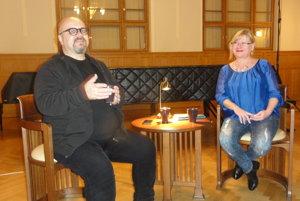 Eva Luka a moderátor Dado Nagy v besede 4-3-2-1 v Nitrianskej galérii.